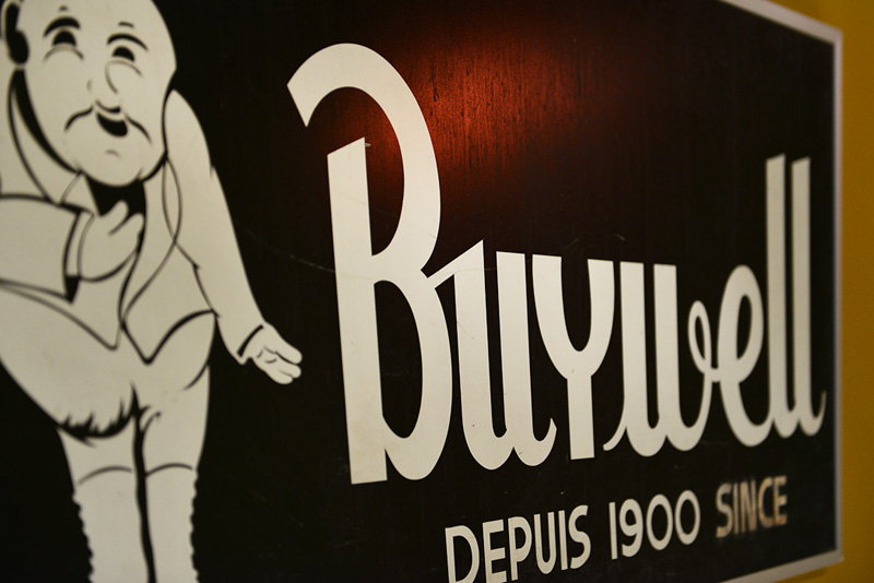 Buywell Grocery Store – Montréal Signs Project